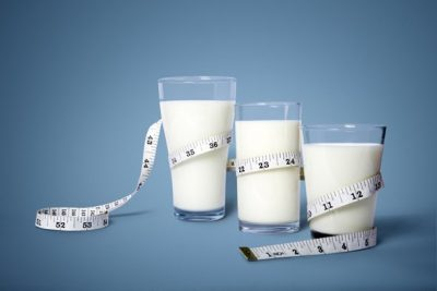 measuring-tape-wrapped-around-three-glasses-of-milk